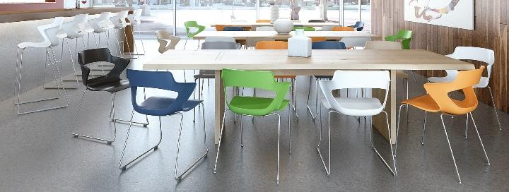 plastové stoličky