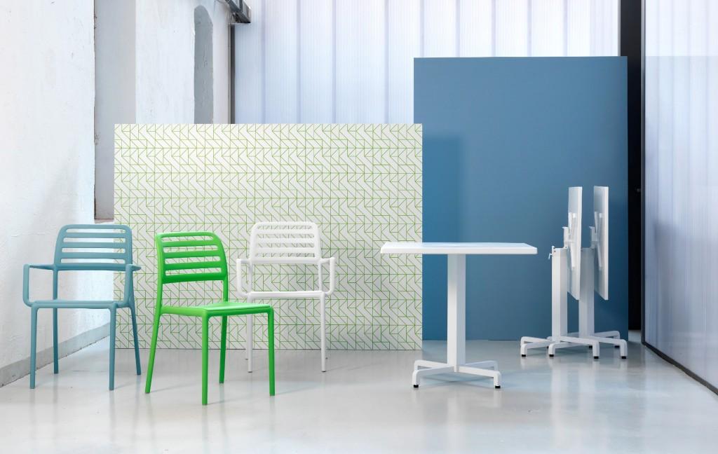 Plastový nábytok, plastové stoličky a plastový stôl